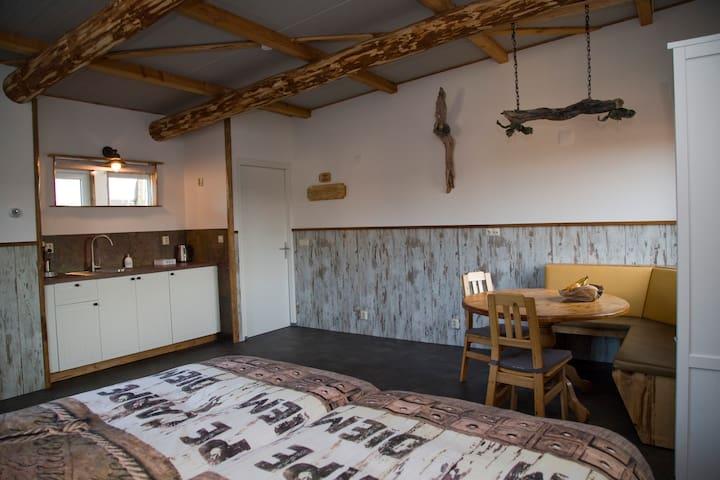 Heerlijk slapen in blokhut-sfeer - Den Hoorn - Bed & Breakfast