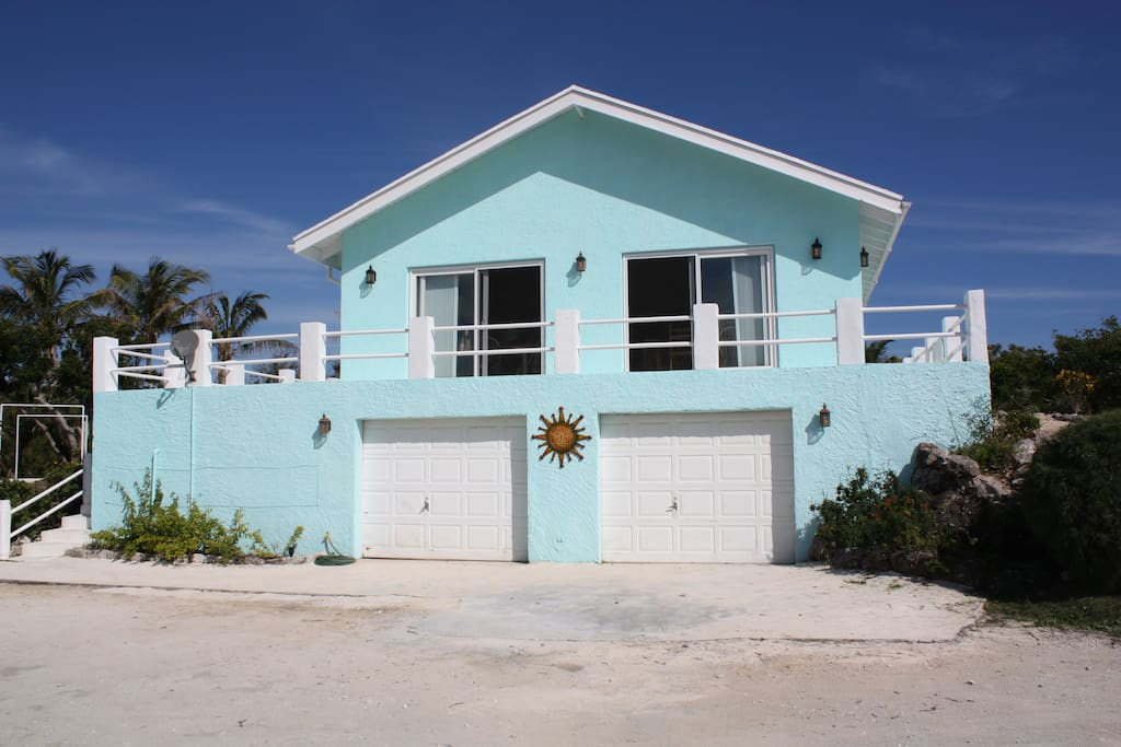 Hilltop oceanview villa houses for rent in bahamas bahamas for Beach houses for rent in bahamas