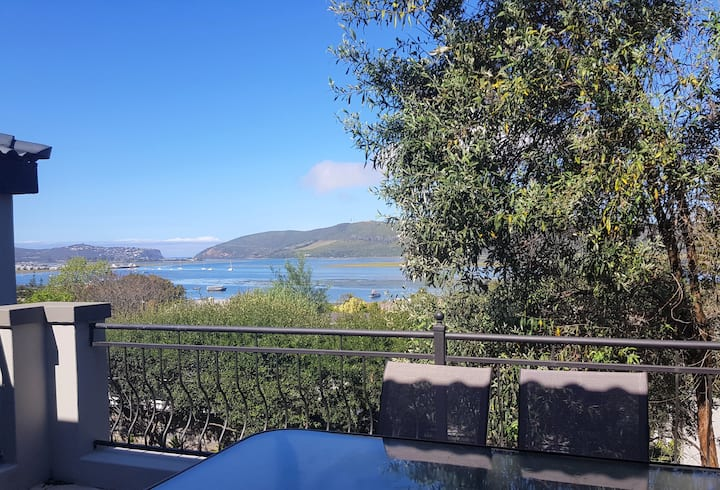 Knysna Spacious Apartment with lovely Heads Views