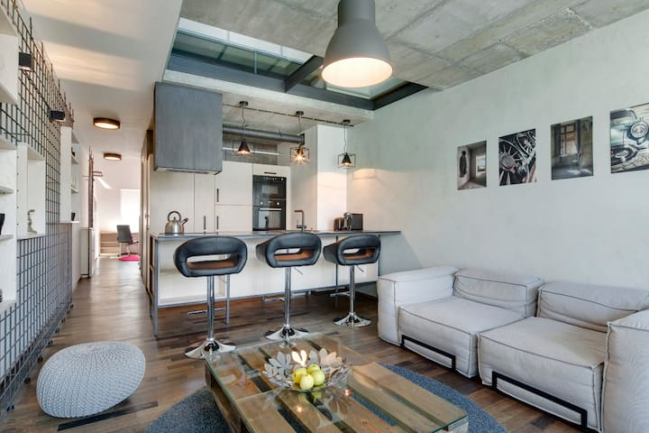 Industrial, design loft, great location, garage