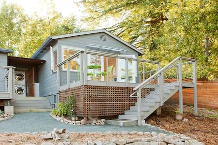 Serene North Berkeley Hills Cottage - Berkeley