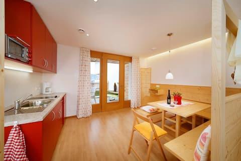 Wohnküche mit eigener Terrasse und Bergblick