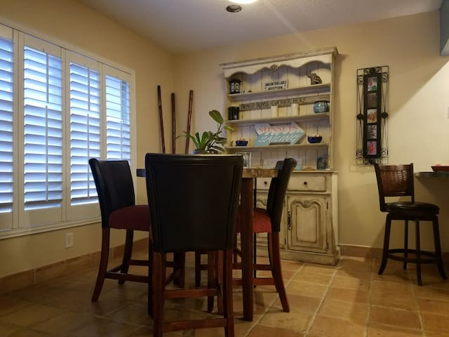 Villa close to beach and downtown Delray!!