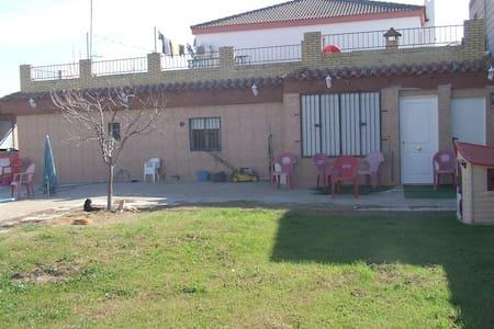Chalet con picsina y parcela - Alcalá de Guadaíra