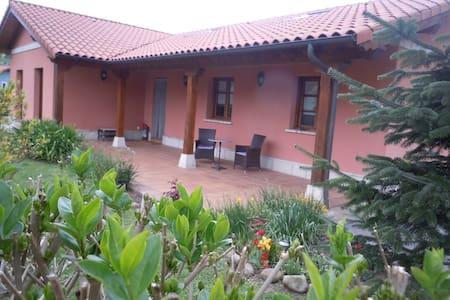 Casa con encanto a orilla del Pas - House
