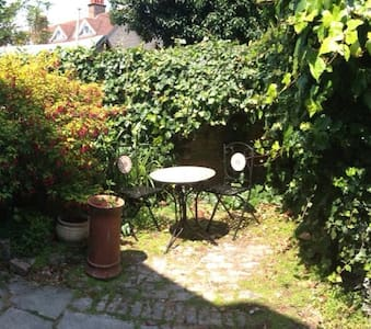 1 bedroom cottage with courtyard - Deal