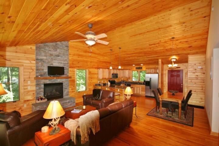Wintergreen Home w/Private Decks - Walk to Resort!