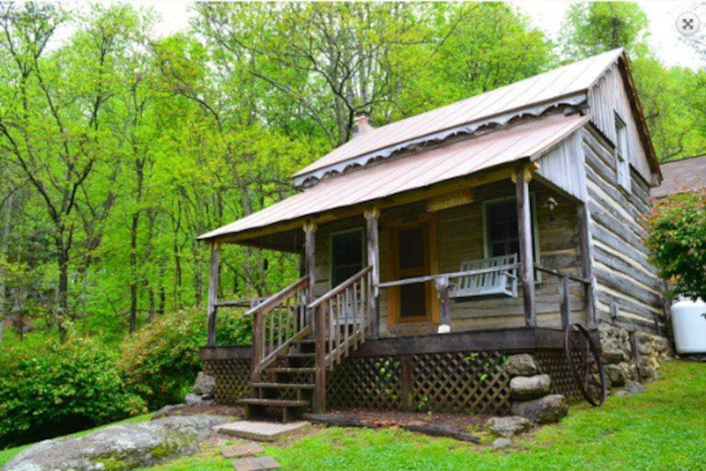 Annie 39 s cabin 1790 39 s log cabin cottages for rent in for Montebello cabin rentals