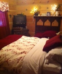 Bedroom with a queen bed - Nevada City