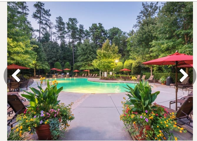 Spacious 2/2.5 Townhome located in South Charlotte