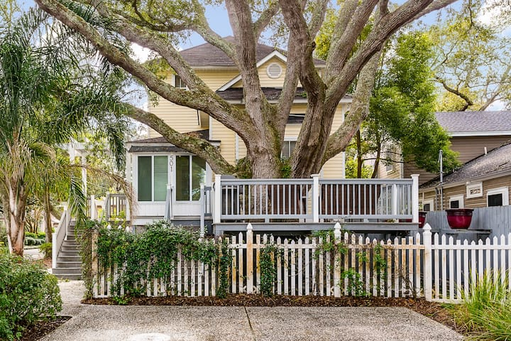 Sea Breeze Treehouse - Great cottage just 3 blocks from the ocean