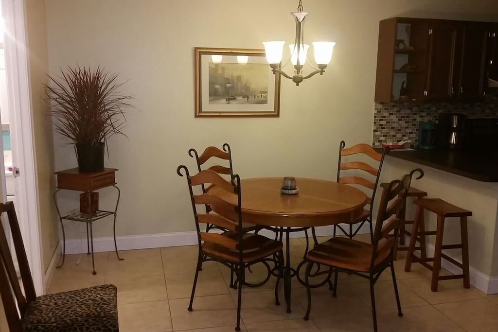 Dining area, leaf for table available