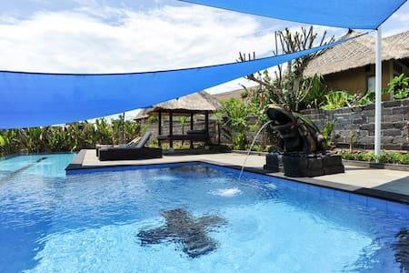 SUNNY, SANDY IN ONE BEDROOM AT SUNSET & OCEAN VIEW - Lembongan - Villa