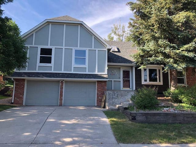 SPACIOUS 5BR RENOVATED HOME IN COLORADO SPRINGS