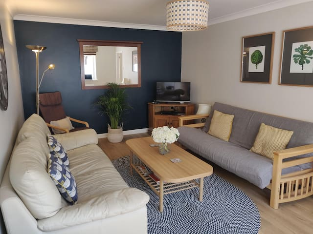 Town centre apartment with parking