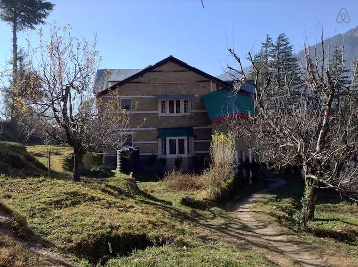 Iris Heritage Cottage - 2