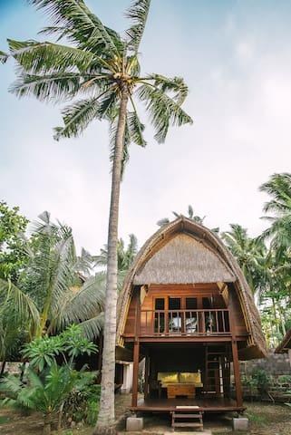 Hut with terrace and   en suite bathroom