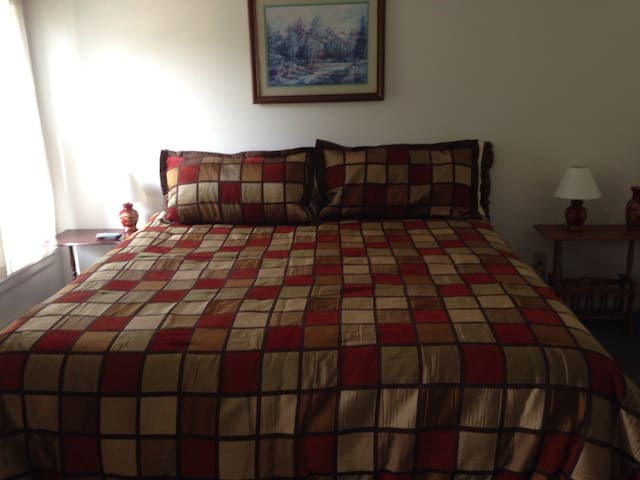 Laura Lee's B&B - Burlington Flats - Bed & Breakfast