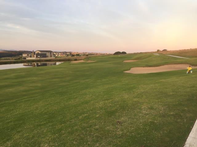 Just fantastic, golf ,beach , rest! - Heroldsbay , George - Apartment