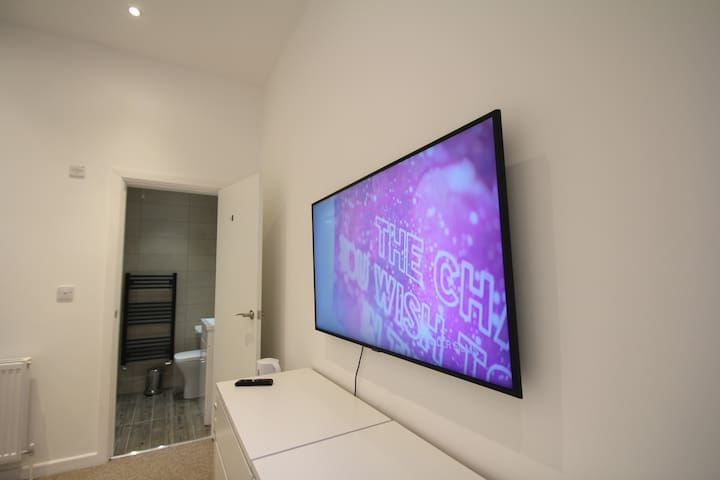 50 inch 4K TV with Netflix and Youtube