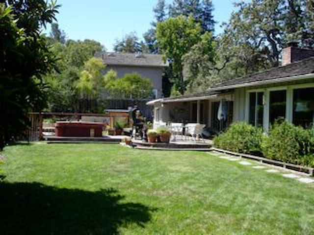 Quiet family home near Stanford - Portola Valley - Huis