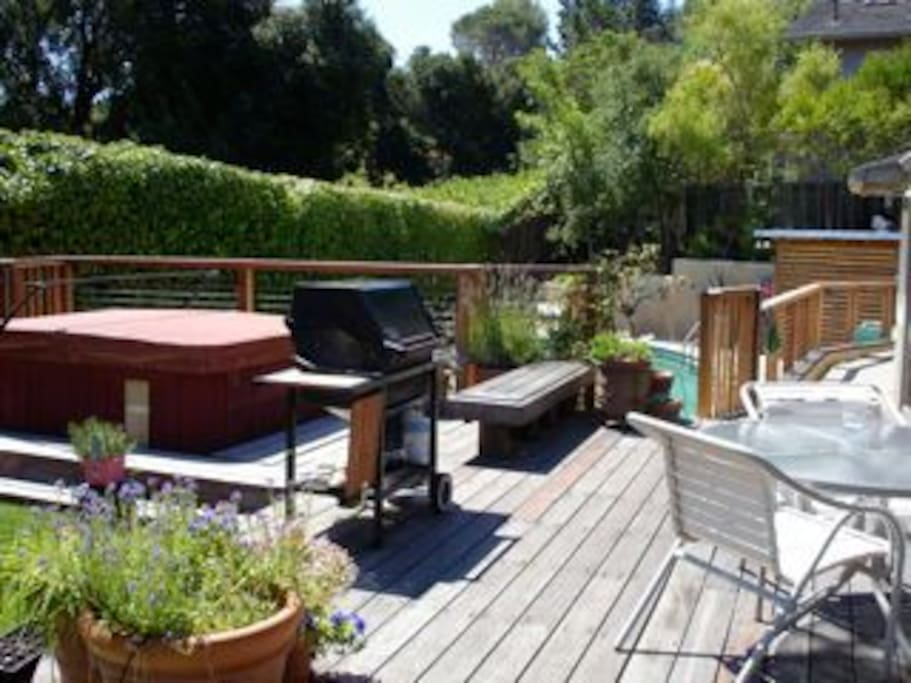 Deck, Hot tub and pool