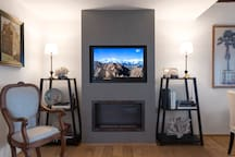 Living: TV and fire place