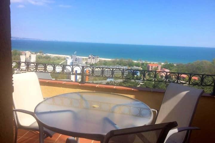 Двухуровневый апартамент с  видом на море