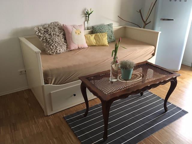 Schlafzimmer 1 (Bett ausziehbar) + eigene Terrasse