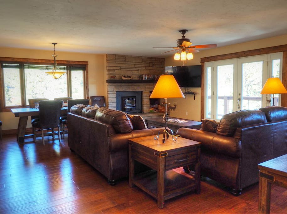Pinecone Lodge - Imagine your Estes Park getaway  in this great mountain home!