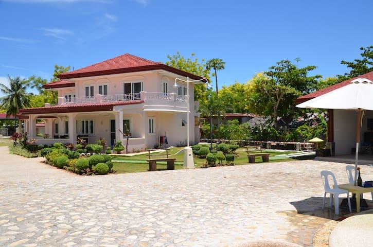 House 1 at Sagastrand Beach Resort - Olango Island - Haus