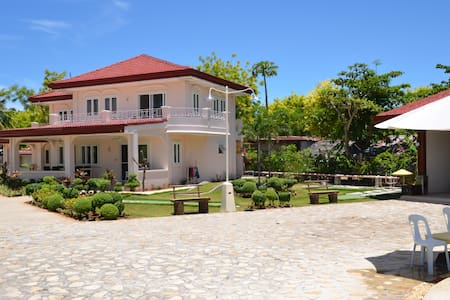 House 1 at Sagastrand Beach Resort - Olango Island - Rumah