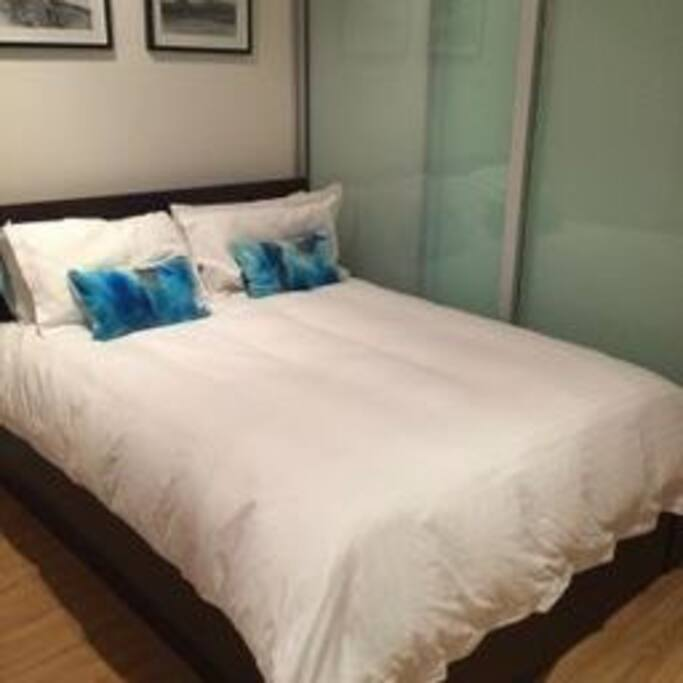 Queen bed for 2 max (no children)