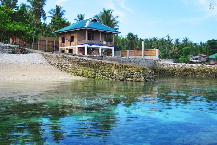 Entire Beach House - Ginatilan - Bed & Breakfast