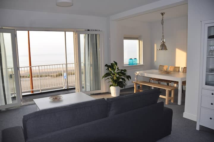 Apartment directly at the Boulevard of katwijk