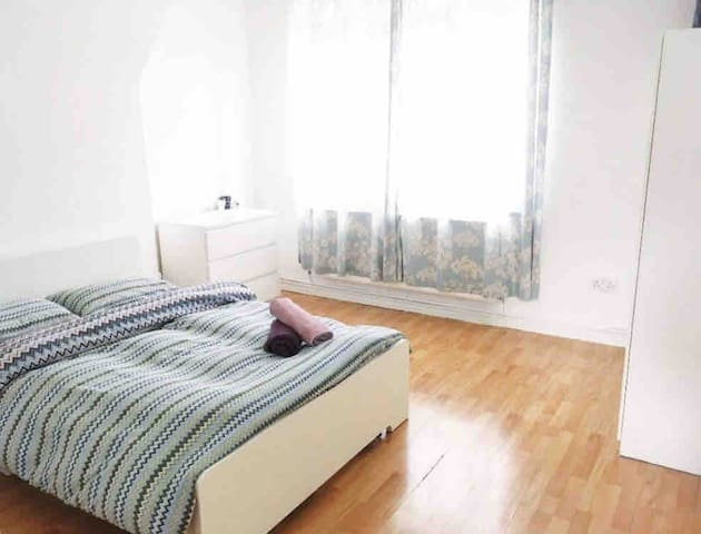 Cosy and Specious Room in Central London