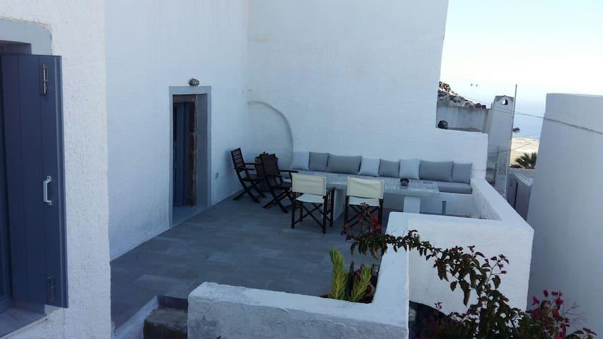 Pyrgos 1750' Cavehouse - Πύργος Καλλίστης - Dom