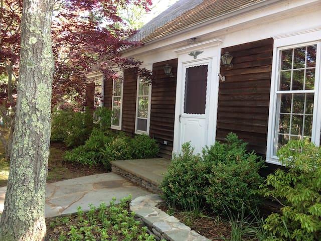 East Hampton Northwest private room w sep entrance