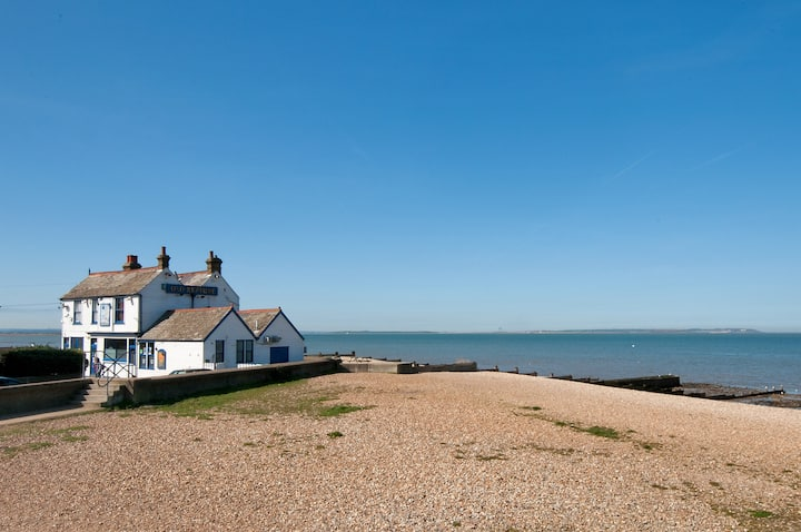 Lovely beach cottage with sea views