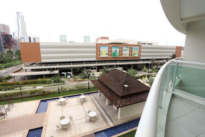 Loft ao lado do Salvador Shopping !