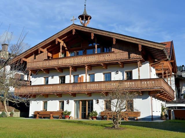 "Farberhof Apartment ""Alpenlodge"" - Kössen - Apartamento"