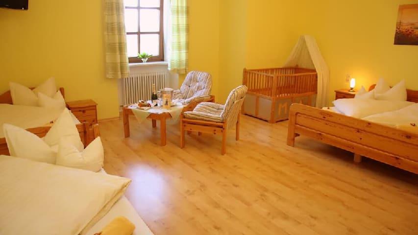 Gasthaus Kerber (Fürstenstein), Vierbettzimmer mit Dusche/WC