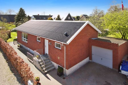 værelse i landsby Villa, 15 minutter fra Aarhus C. - Tilst