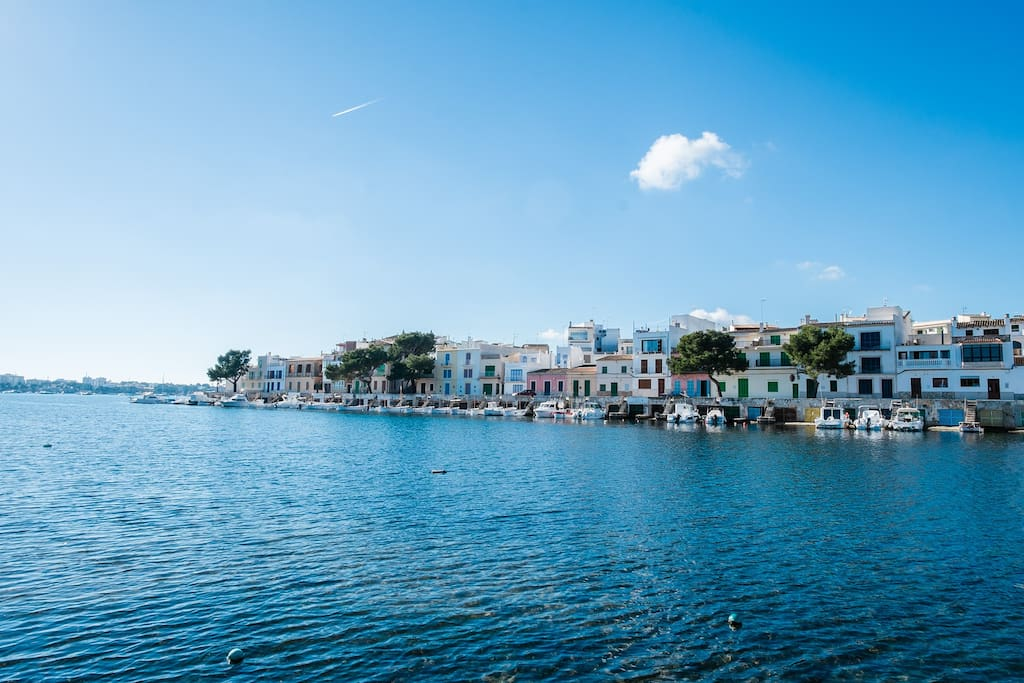 Es Riuetó is a quiet and colourful neighborhood in Porto Colom