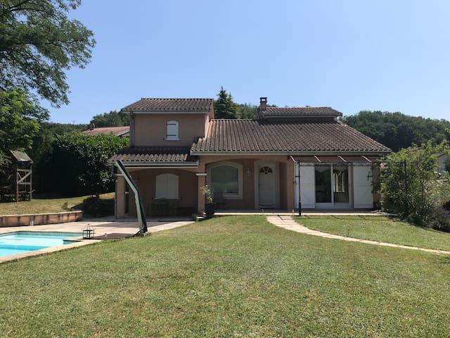 Belle maison d'architecte avec piscine