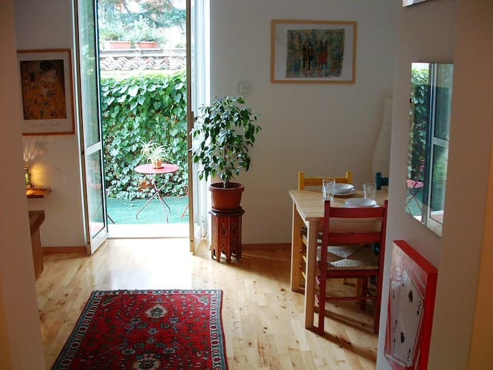Beautiful loft with garden , wifi !