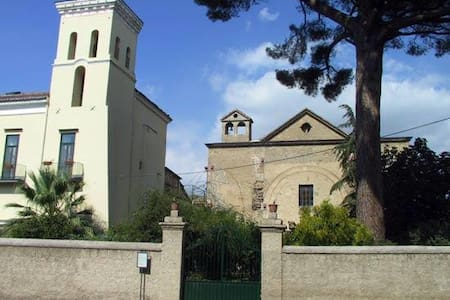 Cimitile- in Villa d'Epoca - Cimitile - Leilighet