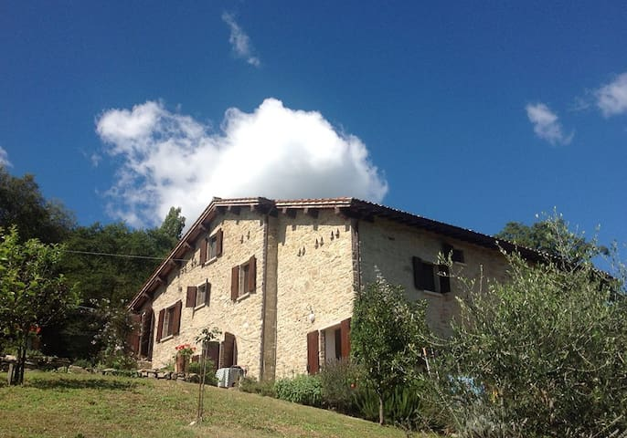 Romantic, rustic and secluded Italian holiday home - Gubbio - House