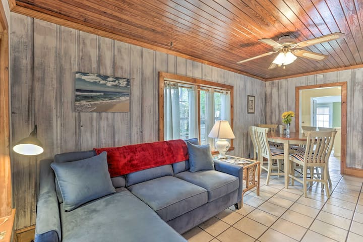 NEW! Charming Bid-a-wee Beach Cottage w/Fire Pit