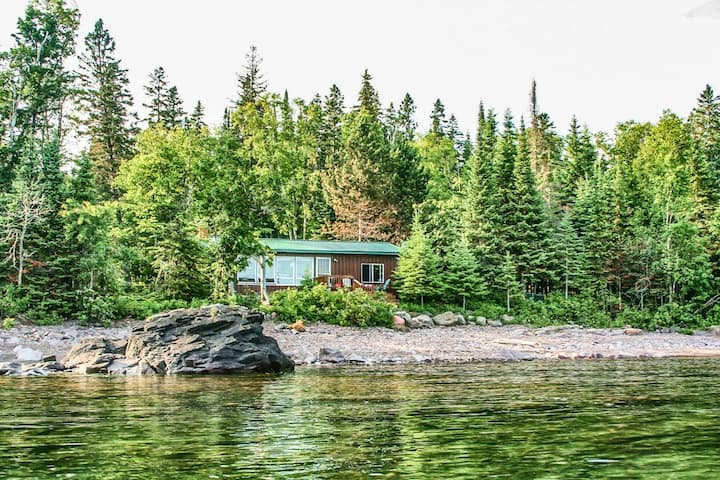 Amazing Grace is a beautiful Grand Marais vacation cabin rental with awesome scenic views inside and out